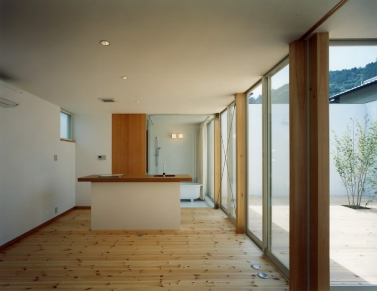 諏訪山のコートハウス
